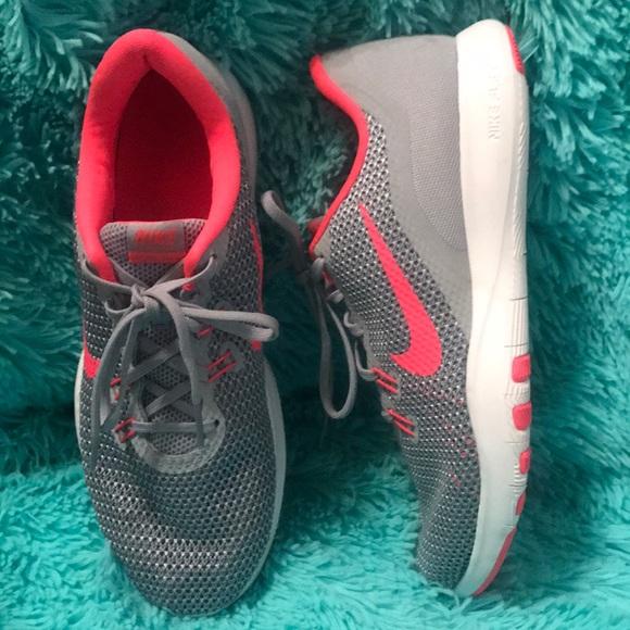 b1d2d4222816 Nike Women s Flex Trainer 7 Training Shoes. M 5a5689223afbbdb67d01e483